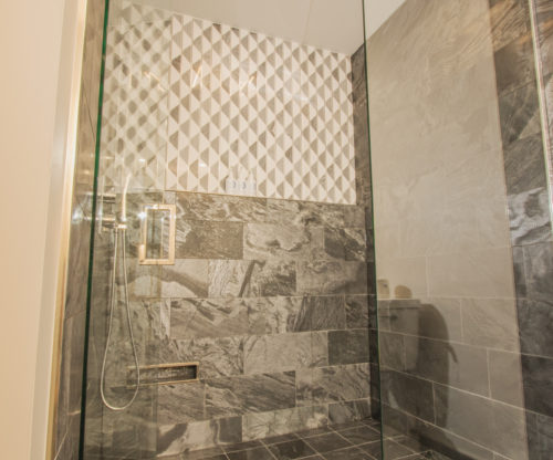 Deluxe King Bath Interior